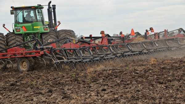 Tilling and soiling with zeolite compost